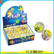 Juguete de la venta caliente del juguete de 65 mm emoji smiley flashing light-up rebotando bola