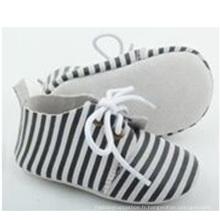 Vente en gros nouveau-né bébé en daim en cuir rayé occasionnels chaussures oxford