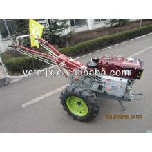 Laufender Traktor der landwirtschaftlichen Maschinen Kubota mit Drehpflüger