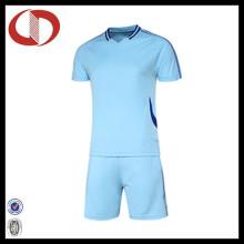 100% Polyester Großhandel Herren Fußball Jersey mit kurzen Ärmeln