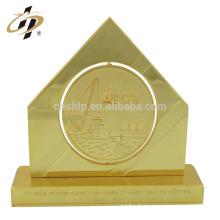 Prix en métal personnalisé bon marché professionnel or la coupe de trophée de souvenir de forme de pyramide