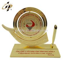 Wenzhou usine pas cher personnalisé or souvenir cadeaux retour cadeaux décor porte-plume métal trophée tasse
