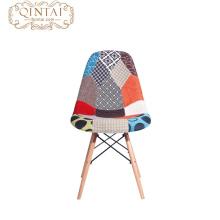 Patas de madera baratas y silla de comedor de tela colorida de plástico PP