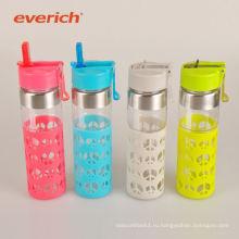 Дешевый спортивный пользовательский стеклянный бутылка воды с силиконовым рукавом
