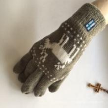 Gant en tricot acrylique réalisé par Factory Mained Make Acrylic