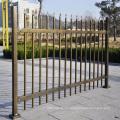valla de metal horizontal cerca de metal
