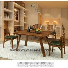 Massivholztisch mit vier Stühlen für Esszimmer