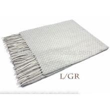 Pañuelo de lana texturizada de color liso puro gris con franja