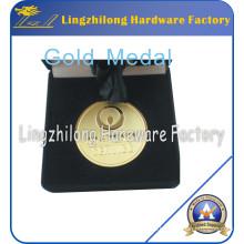 Medalla de oro con embalaje de caja de terciopelo