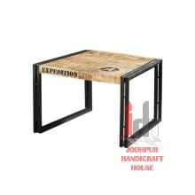 Mesita de madera impresa
