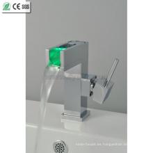 3 Color LED de agua de latón mezclador grifo del mezclador (QH015F)