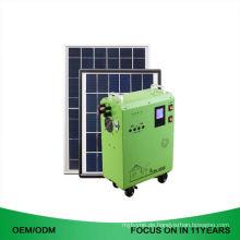 Kleines Solarkraftwerk des Solargenerators 50 Kw installiert mit Sonnenkollektor