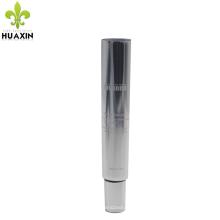 tube de crème pour les yeux cosmétiques enhancer de la peau avec la queue de tube ouvert