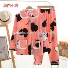 filles de modèle de dessin animé mignon chaud doux pyjama