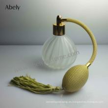 Botellas de perfume del color del vintage con perfume del diseñador