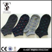 Calcetines de algodón hembra para mantener caliente en el tubo de calcetines jacquard