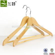 Natürlicher Kleiderbügel aus Holz von guter Qualität mit Bar