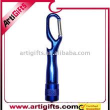 Luz de aluminio del mosquetón con el gancho de la llave del abrebotellas