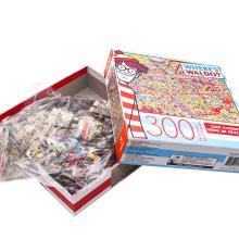 El niño del rompecabezas del OEM juega el juego de 300 pedazos