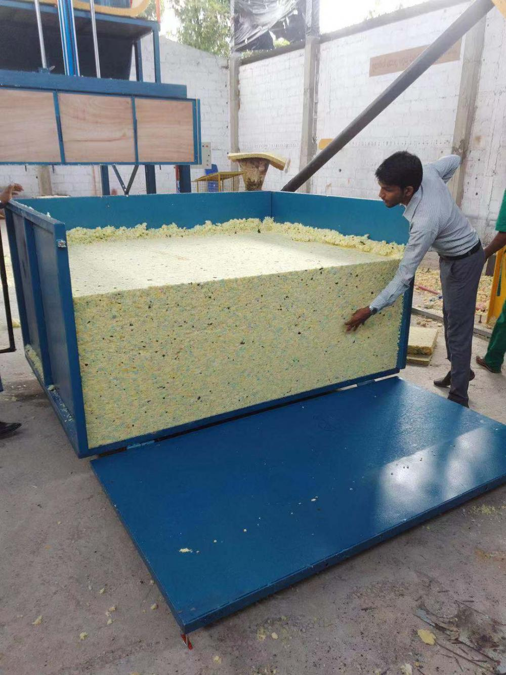 Automatic foaming reborning machine in mattress workshop