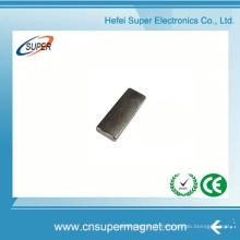 ISO9001 a certifié l'aimant permanent de bloc de néodyme de N45