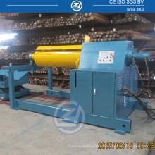 Dévidoir hydraulique automatique pour machine à former un rouleau