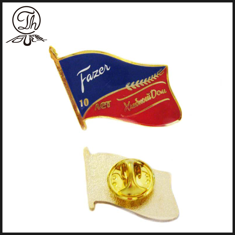 Gold flag badge