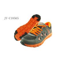 Nuevos zapatos del deporte del último modelo del diseño