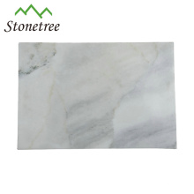 Rechteckiges Schneidebrett aus Marmor