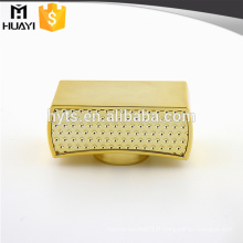 bouchon de parfum en métal doré brillant