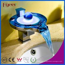 Nuevo grifo de fuente de cobre amarillo LED de la cascada de la Uno mismo-energía de la fuente (FD15050F)