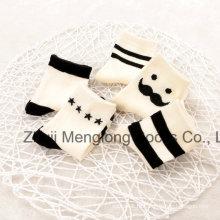 Хороший классический дизайн полос мальчиков хлопчатобумажные носки