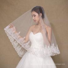 Una capa de velo de boda de marfil corto con Appliques