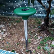 Serpiente de unidad de onda de sonido de energía solar al aire libre