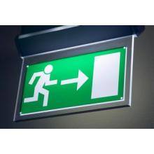 Señales de tráfico de señalización direccionales de la luz de acrílico de aluminio modificada para requisitos particulares del LED