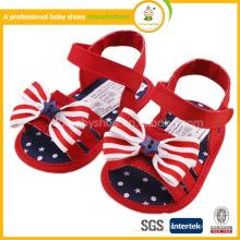Neue Großhandelsbaby-Schuh-Säuglings-neugeborene erste Wanderer US-Markierungsfahnen-Entwurfhäkelarbeit-Babysandelholze