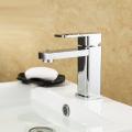 Appareils sanitaires mélangeur en laiton poli à levier unique série de lavage à la main de luxe robinet de lavabo d'origine robinet de cascade eau de salle de bain