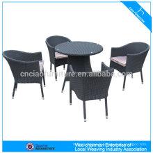 Table ronde en osier synthétique en aluminium et chaises