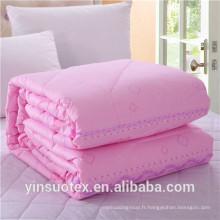 Vente en gros de manche matelassée en polyester de couleur unie à bas prix luxe