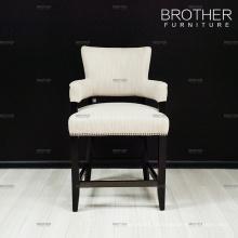 Les tabourets de bar commerciaux de meubles de barre bar des chaises avec le dos de tissu