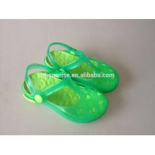 Las sandalias plásticas del pvc cupieron los zapatos de los cabritos al por mayor baratos los cabritos calzan los zapatos para los cabritos