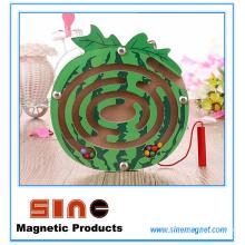 Labyrinthe magnétique en bois en forme de fruit pour des jouets éducatifs