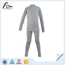 Garçons gris portant des sous-vêtements