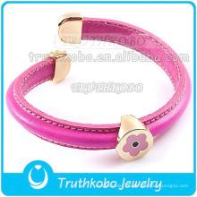 Brazalete de cuero de PU Colgante de flor de esmalte de color rosa Oro rosa Acero inoxidable Clap Brazalete de cuero