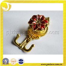 Plástico encantador o cortinas de metal holdbacks y ganchos con floración flor roja