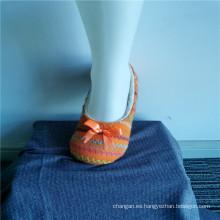 Calcetines de deslizador de rayas de colores de invierno interior para niños