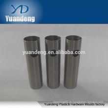 Maßgeschneiderte CNC-Drehmaschine Edelstahlrohr / Rohr für Taschenlampe mit Loch