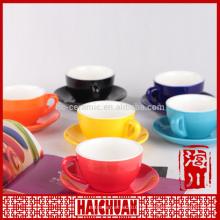 Farbige Cappucino Tasse und Untertasse Set
