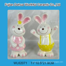 Прекрасный красочный керамический Пасхальный кролик