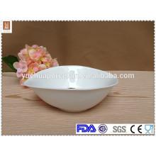 Tigela de porcelana branca de forma de folha de tamanho diferente fabrica
